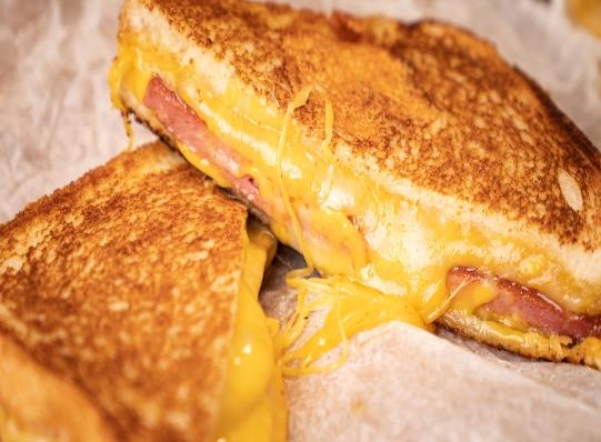 Grilled cheese más un ingrediente muy dominicano
